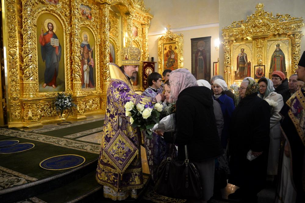 объединяет поздравление с днем епископской хиротонии жалеющего себя